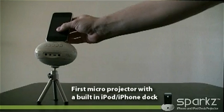 ↑ Sparkz iPhone/iPod Dock Projector。