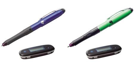 ↑ カラーは二種類、ブルーメタリック(左)と鮮やかなグリーン(右)