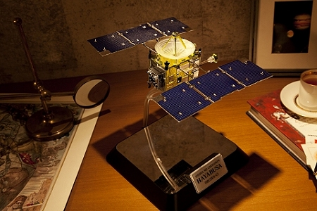 ↑ 大人の超合金 小惑星探査機はやぶさ
