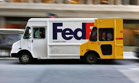 ↑ FedEXはいつもDHLより……