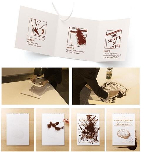 ↑ 贈られてきたのは真っ白なカレンダーと添付メモ。指示通りにカバーシールをめくりコーヒー粉をふりかけると……