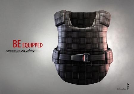↑ 防弾チョッキにシートベルトを着用させるパターン