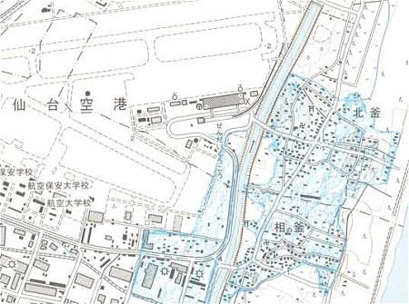 ↑ 公開された地図の一部から、仙台空港の近辺を切り抜いたもの。赤線が見当たらないのは、もっと奥地に存在するから(つまり上記部分はすべて津波の遡上範囲)