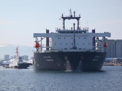 ↑ 八戸港に到着したYAMATAI
