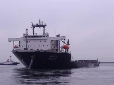 ↑ 神戸港を出港するYAMATAI
