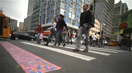 ↑ 横断歩道を使うことがごく当たり前の習慣として身に付くように。