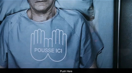 ↑ 「ここを押してください」と心臓マッサージを促すメッセージが