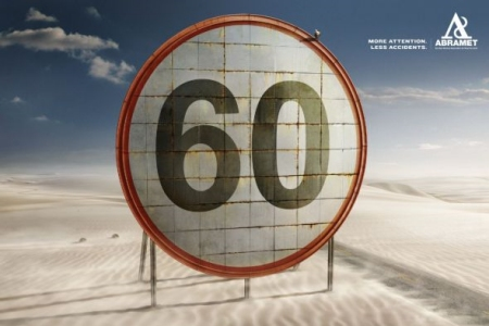 ↑ 制限時速50キロと60キロの事例。場所は違えど、言いたいこと、切り口は同じ