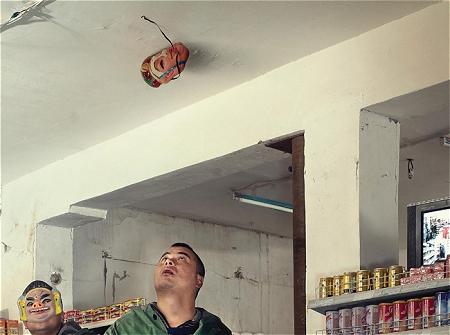 ↑ お面が取れて天井に。なぜ?