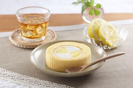 ↑ プレミアムレモンとレアチーズのロールケーキ