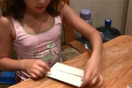 ↑ ロシアの子供達による折り紙の披露の一例。