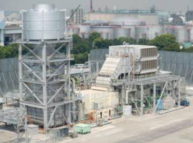 ↑ 川崎火力発電所敷地内のガスタービン発電設備