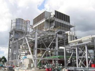 ↑ 大井火力発電所敷地内のガスタービン発電設備