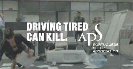 ↑ 「自動車運転中の疲れ(で居眠りしたら)命が危ないですよ」