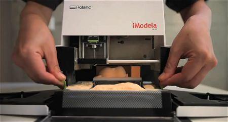 ↑ iModela(アイモデラ)iM-01の使い方を解説した公式動画。