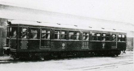 ↑ 旧1000形(上のは地下鉄博物館に保存されているもの)