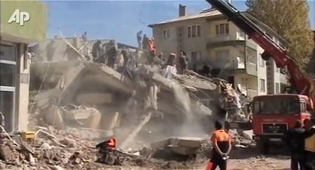 ↑ トルコ地震の現状を伝える、公式報道映像。