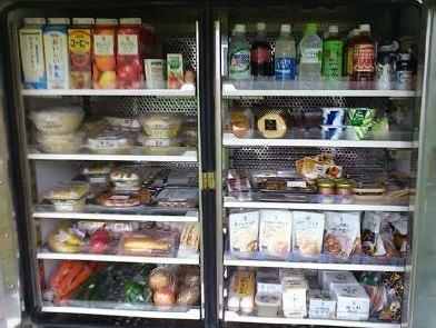↑ 店舗内の内装。冷凍庫やチルドケースもある