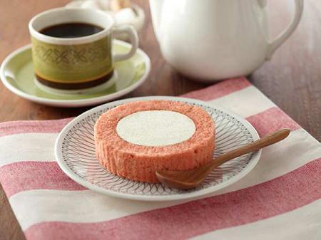 ↑ プレミアム苺とレアチーズのロールケーキ