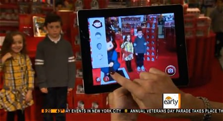↑ The Early Show demonstrates Macy's Believe-o-Magic。主催メーカーの公式動画。