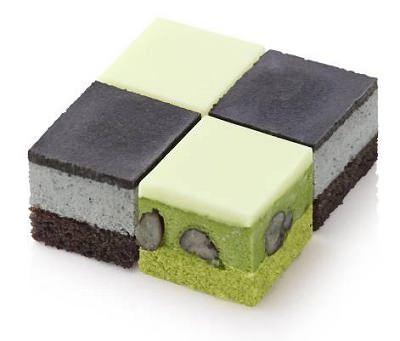 ↑ フローズンキューブケーキ「黒ごま&抹茶」
