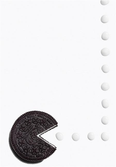 ↑ 1980年、『パックマン』の流行。プレイヤーキャラクタの「パックマン」とドットをオレオで。白いドットは「Oreo White Fudge Covered Chocolate Sandwich Cookies」というタイプのオレオ