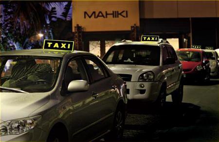 ↑ 普通の自動車もタクシーに早変わり……!?