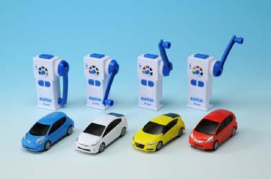 ↑ 「EDASH」全4種類。発電機を兼ねたリモコンが、電気自動車用の電気スタンドを模している