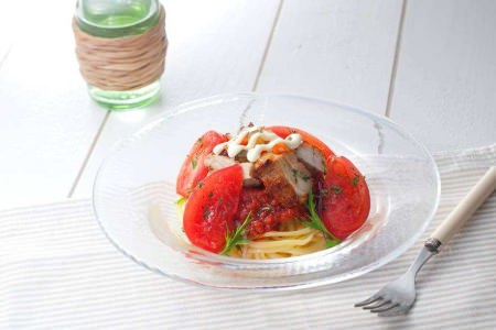 ↑ 冷製生パスタ チーズチキンのトマトソース