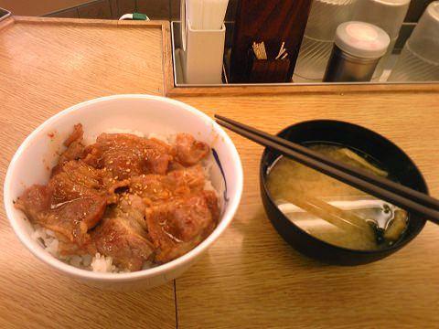 ↑ 牛カルビ丼(リニューアル前)