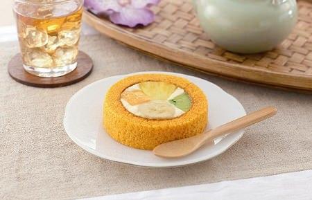 ↑ プレミアムトロピカルフルーツのロールケーキ