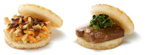 ↑ モスライスバーガー野菜かきあげ(ごぼう・にんじん入り)(左)とモスライスバーガー「豚角煮」(右)