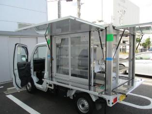 ↑ 軽トラック利用の「ミニファミ号」