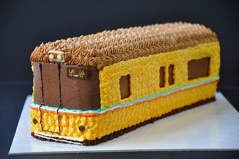 ↑ 銀座線1000系3D電車ケーキ