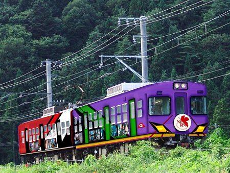 ↑ ヱヴァンゲリヲン新劇場版:Q公開記念電車(イメージ画像)