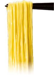 ↑ 日清ラ王 背脂濃コク醤油 / 旨味豚コク味噌のビジュアルイメージ。「三層麺製法」に「ストレート製法」「太めん製法」を合わせた「三層太ストレート麺製法」を用いている