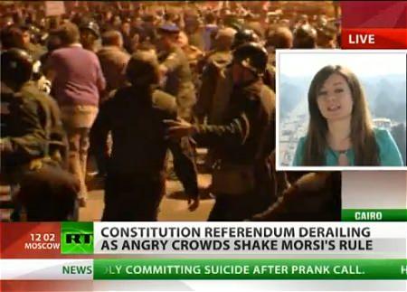 ↑ 混乱が続きデモが相次ぐエジプトの状況を報じたニュース映像(RT 公式)