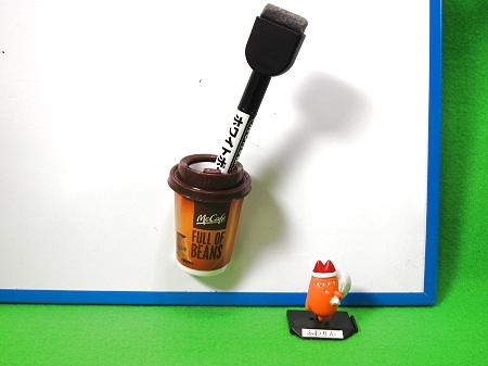 ↑ プレミアムローストコーヒーは内部が空洞で、ペンなどを入れておける