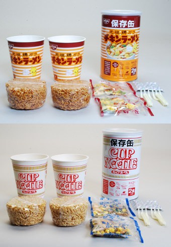 ↑ 「チキンラーメン保存缶」(上)と「カップヌードル保存缶」(下)