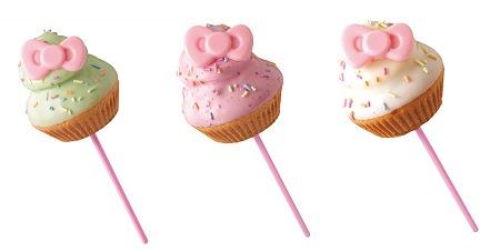 ↑ 左から青りんごカップケーキ、いちごカップケーキ、オレンジカップケーキ