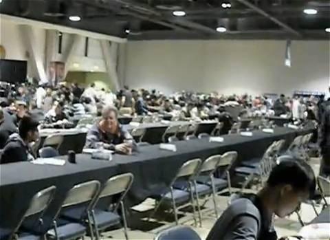 ↑ 「遊☆戯☆王チャンピオンシップシリーズ」第100回記念大会のようす。各種イベントも同時展開されたようだ。