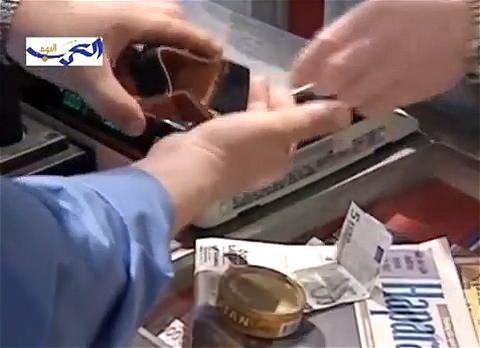↑ ラトビアのユーロ導入申請を伝える報道映像。