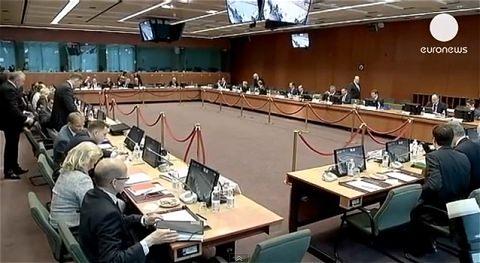 ↑ キプロスの銀行改革を称賛するEU閣僚たちのニュース。今回の支援の前提だっただけに、当然との話も。