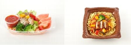 ↑ 商品の一例。完熟トマトソースの生パスタサラダ(左)と生パスタ 彩り野菜とグリルチキンの完熟トマトソース(右)