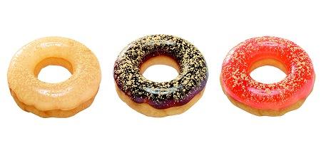↑ ぷるるんポン・デ・リング(左からわらびもち、黒みつ、桃)