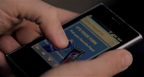↑ 手持ちのスマートフォンでFacebookにアクセス、該当ページで「いいね!」を押して登録すると……