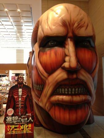 ↑ 展示中の「巨人」の頭部