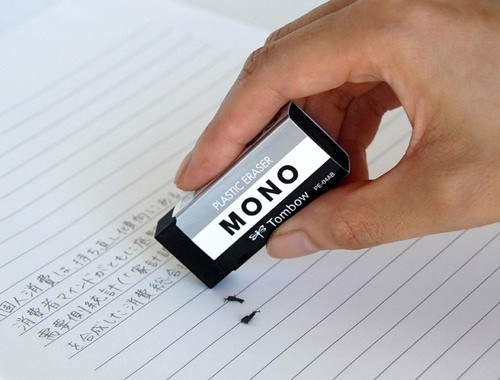 ↑ ブラックタイプのMONO消しゴム「モノPE04ブラック」