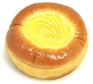 ↑ 生クリーム入りカスタードクリームパン