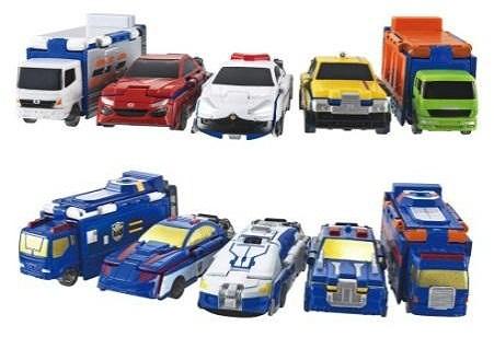 ↑ 日常生活でお馴染みの車(上)が、未来車両(下)に変身する